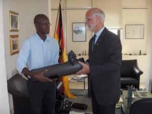 Der dt. Botschafter und Herrn Okouma von Nommo Astronomia