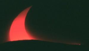 Partieller Sonnenfinsternis Aufgang am 31. Mai 2003
