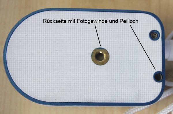 Fotogewinde und Peilloch auf der Rückseite