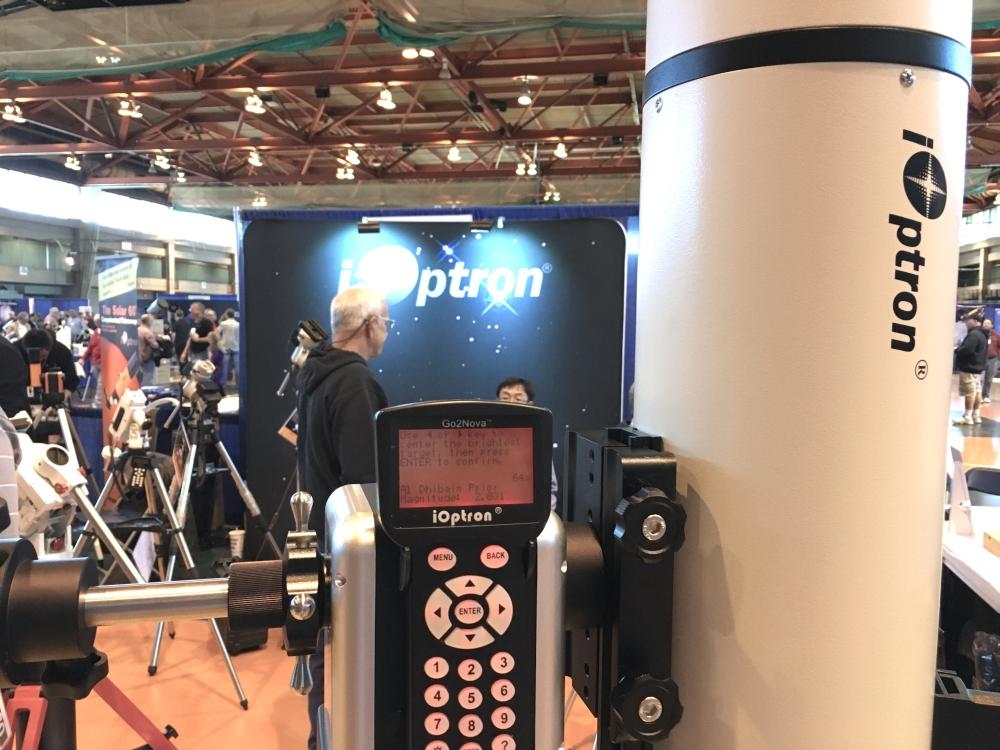 Die AZ Pro von iOptron trägt problemlos mittelgroße Teleskope.