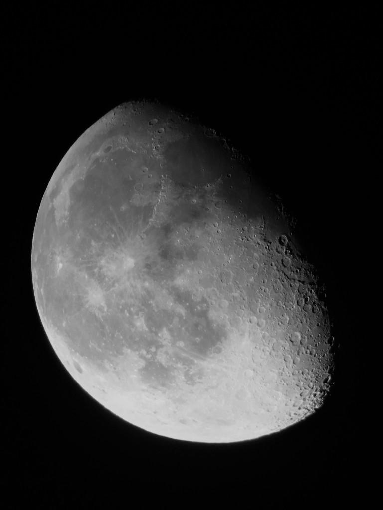 """Der Mond - aufgenommen mit einem Easypic Adapter, einem Omegon 8"""" Dobson und einem iPhone."""